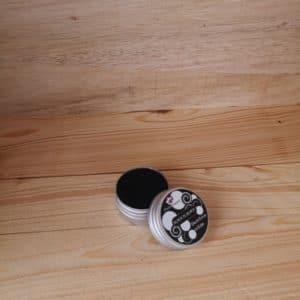 Dentifrice solide Black is black au charbon avec boîte