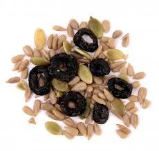 Mélange salade aux olives séchées